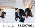 中高生と外国人教師 33697961