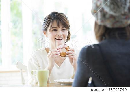 若い女性 ライフスタイル 33705749