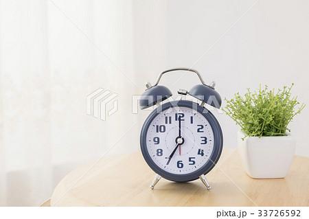 朝 目覚まし時計 33726592