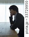 ビジネスウーマン 頭痛 リビングの写真 33729950