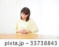 腹痛 お腹が痛い ネガティブイメージ 体調不良 女性 ポートレート 20代 30代 33738843