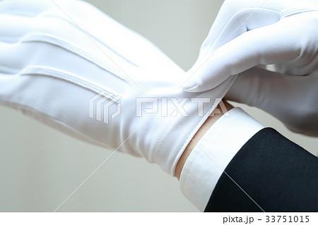 白手 白手袋 (男性 仕事 ビジネスマン 鑑定士 鑑識 運転手 質屋 調査 犯罪 警察 査定 葬儀) 33751015