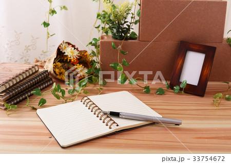 おしゃれなノートとペンの写真素材 [33754672] - PIXTA