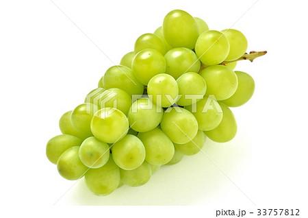 ブドウ・葡萄の「シャインマスカット」。皮も食べられるブドウです。 33757812