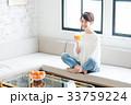若い女性(オレンジシュース) 33759224