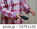 リモコン (テレビ ブルーレイ DVD パジャマ 女性 TV 家電 リビング 顔なし ボディパーツ) 33761192