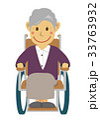 老人女性 車イス 33763932