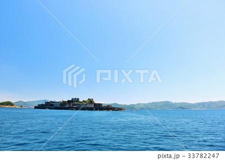 長崎県 青空の軍艦島 33782247