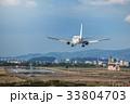 着陸する旅客機 33804703