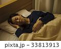病気 風邪 女性 就寝 睡眠 寝る 33813913