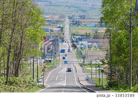 果てしなく続く直線道路 / 北海道 ニセコの風景 33853589