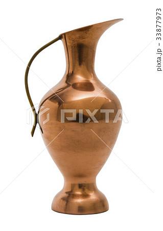 Gold oriental metal vase on isolated background.の写真素材 [33877973] - PIXTA