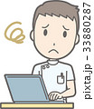 白衣を着た男性看護師がパソコンを操作して困っているイラスト 33880287