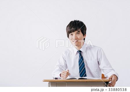 勉強する男子生徒 33880538