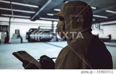 工場で働く 33903711
