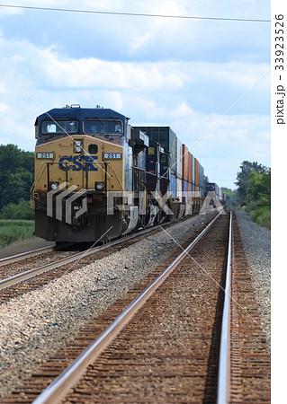 アメリカの鉄道、機関車、貨物列車 33923526