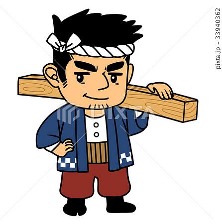 木材を担ぐ大工さん 33940362