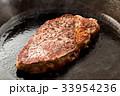 ステーキ 焼く 料理の写真 33954236