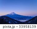 厳冬 河口湖 富士山の写真 33958139