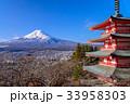 【山梨県】新倉山浅間公園から、雪化粧した富士山 33958303