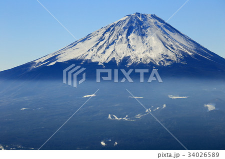 御坂山地・王岳から見る冬の富士山 34026589