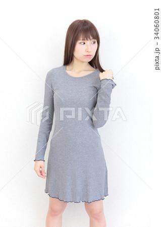 若い女性 ヘアスタイル 34060801