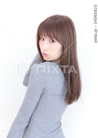 若い女性 ヘアスタイル 34060820