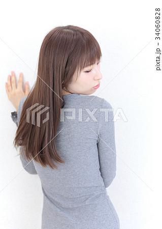 若い女性 ヘアスタイル 34060828