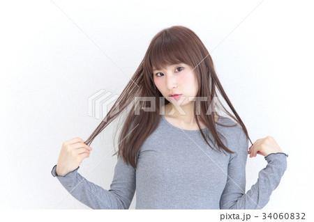 若い女性 ヘアスタイル 34060832