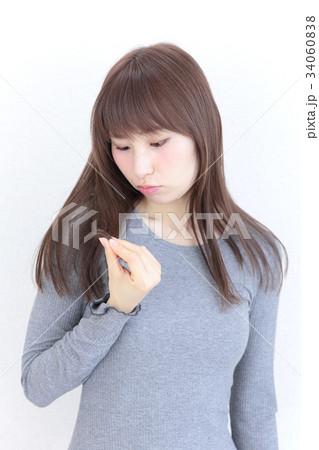 若い女性 ヘアスタイル 34060838