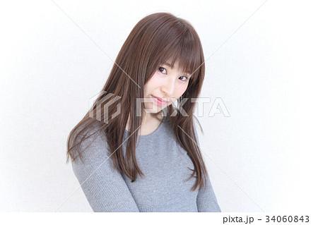 若い女性 ヘアスタイル 34060843