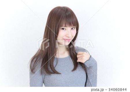 若い女性 ヘアスタイル 34060844