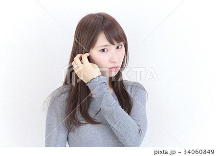 若い女性 ヘアスタイル 34060849