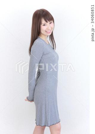 若い女性 ヘアスタイル 34060851