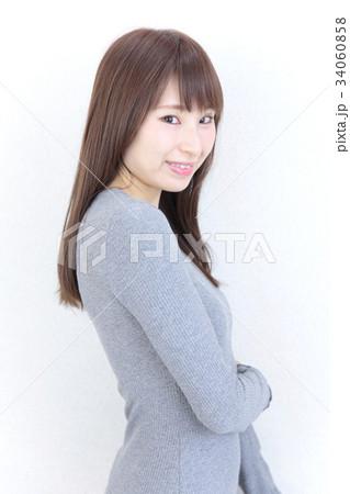 若い女性 ヘアスタイル 34060858