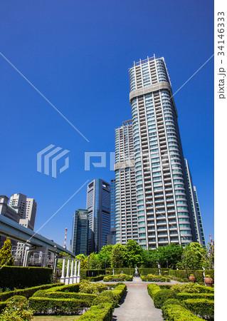 高層マンションと庭園 34146333