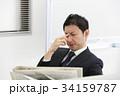 オフィスで仕事をするミドルビジネスマン 34159787