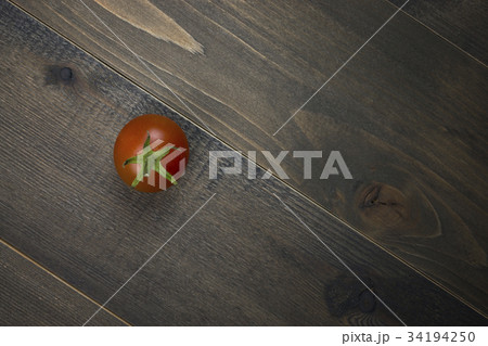 Close-up of fresh, ripe tomato on wood tableの写真素材 [34194250] - PIXTA