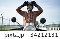バイクに乗るシニア男性 34212131