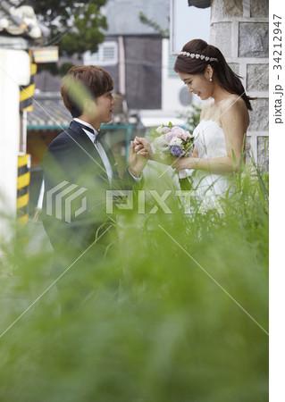 79cf598d42925 ウェディングドレス 韓国人 韓国の人の写真素材  34212947  - PIXTA