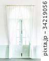 パステルカラーの扉と白いカーテン 34219056