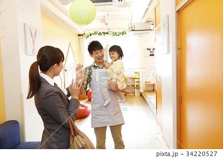 保育園 幼稚園 託児所 送り迎え 送迎  撮影協力・RYOZAN PARK大塚 34220527