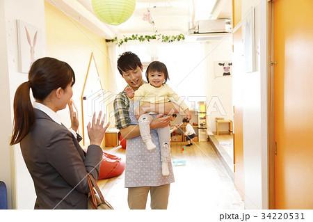 保育園 幼稚園 託児所 送り迎え 送迎  撮影協力・RYOZAN PARK大塚 34220531