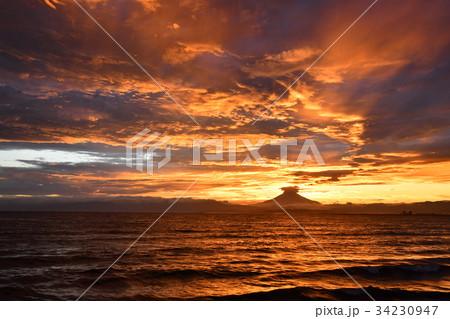 夕暮に映える富士山 34230947