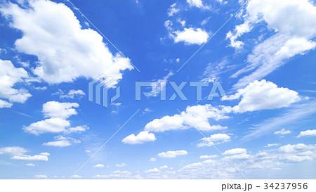 青空 空 雲 秋の空 背景 背景素材 9月 コピースペース 34237956