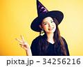 ハロウィン 魔女の仮装をした女の子 34256216