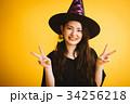 ハロウィン 魔女の仮装をした女の子 34256218