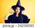 ハロウィン 魔女の仮装をする女の子 34256565