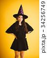 ハロウィン 魔女の仮装をした女の子 34256749