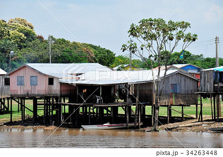 世界最大の大河アマゾン河クルーズ、高床式住居 34263448
